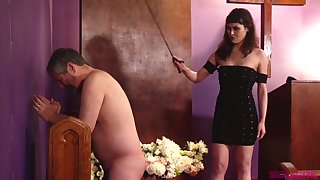 Naked plump buddy has roughly pray while being slapped by Audrey Noir