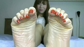Beautiful Japanese feet with reference to long toes and sexy bunions