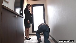 Strict Japanese MILF boss facesits her submissive staff member