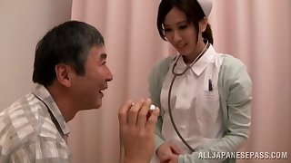 Hot Asian meticulousness Anna Noma spreads her legs close to ride a mincing dick